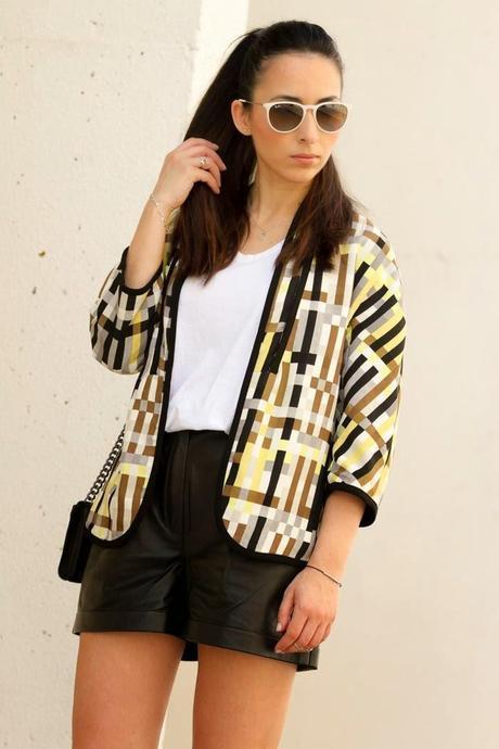 http://www.loslooksdemiarmario.com/2014/09/blazer-geometrica-zara-vs-blazer.html