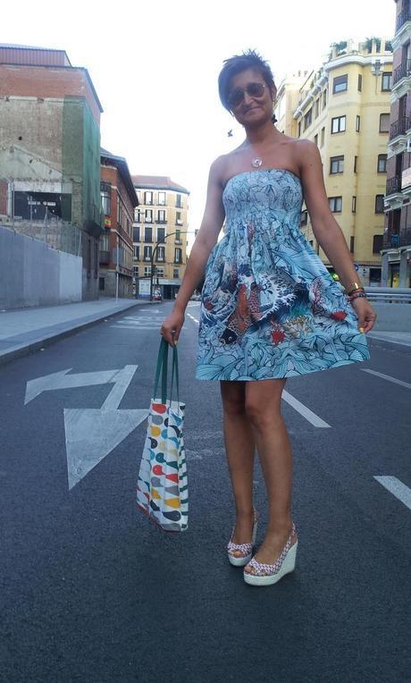 Vestido Roberto Navazo e ilustración de Lady Desidia