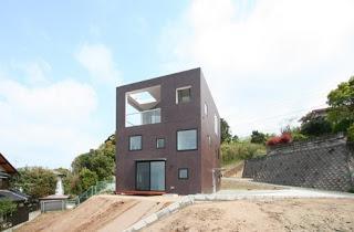 Casa doble c bica japonesa minimalista en faldeo de for Casa minimalista japonesa