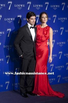 Eva Longoria, del chándal de viaje al vestido lady rojo