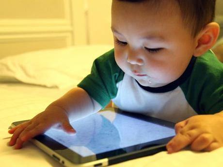 Bebés tecnológicos: ¿Debo darle una tablet a mi bebé?