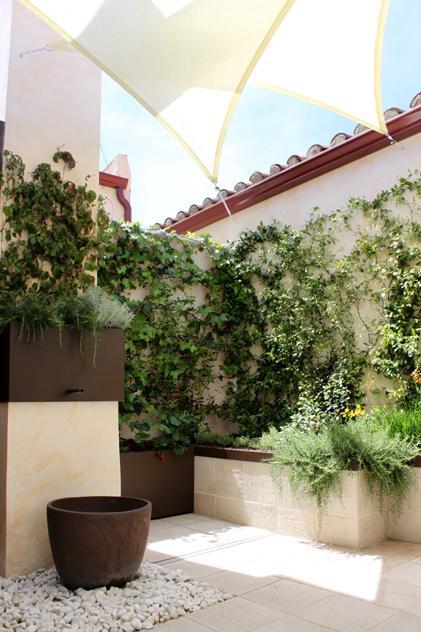 5 ideas para decorar tu terraza con estilo y sin mucho - Velas para terrazas ...