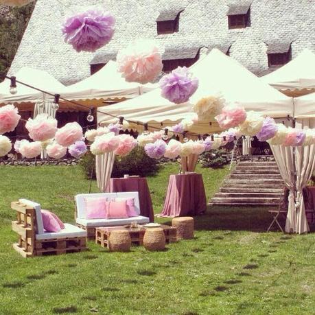 5 ideas para decorar tu boda con pompones de papel de seda - Cosas para preparar una boda ...