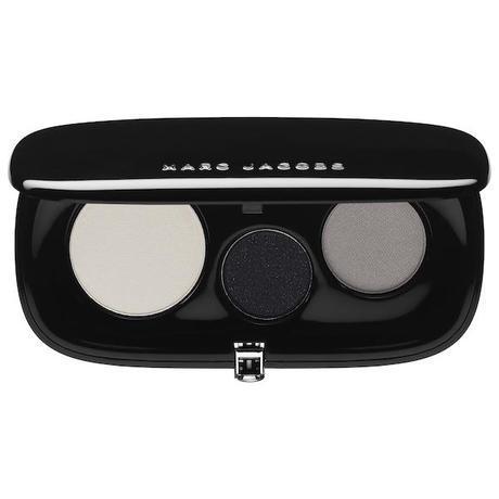 Las paletas de sombras de ojos Plush Shadow están disponibles en estuches de tres y de siete tonos. Los hay metalizados, brilantes, mates, nacarados... para todos los gustos (39,50 y 53,50 euros respectivamente las paletas de tres o de siete sombras).