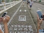 China piensa peatones usan móvil mientras andan