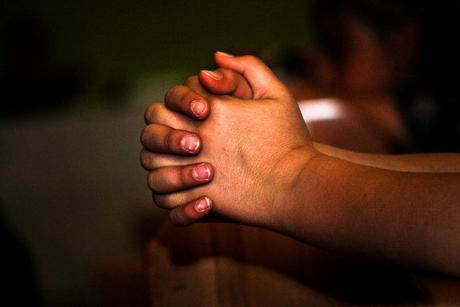 Examinando los efectos de la oración en la salud mental