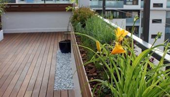 reforma terraza 04 Reforma de una terraza con diseño de madera de exterior y bambú