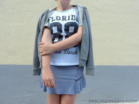 Look con falda estampado geométrico