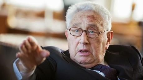 Kissinger: por una fuerza global contra el terrorismo bajo supervisión del Congreso de EE.UU.
