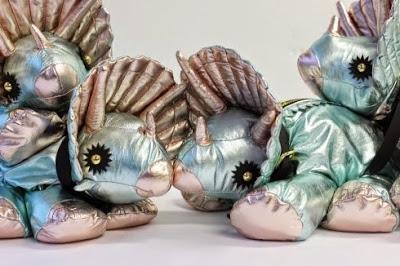 Los bolsos-triceratops de Giles Deacon