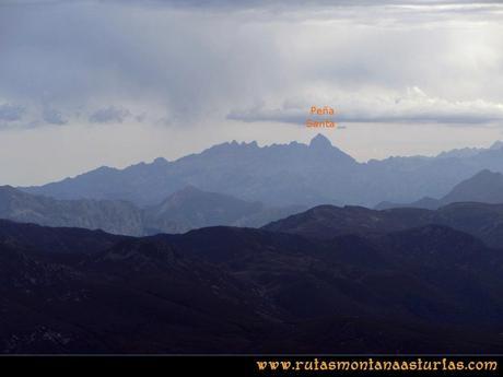 Ruta Agujas y Toneo: Desde el Agujas, vista de la Peña Santa de Castilla