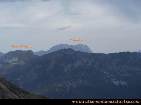 Ruta Agujas y Toneo: Desde el Agujas, vista de la Peña El Viento y Tiatordos
