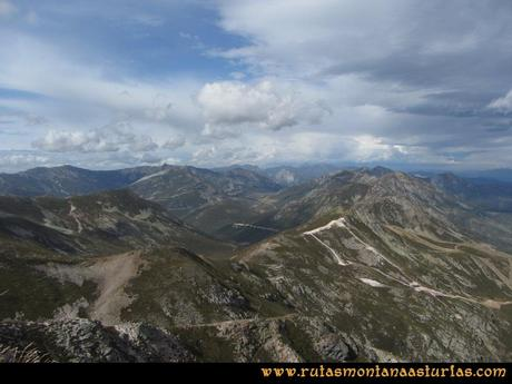 Ruta Agujas y Toneo: Vista al Nogales y Jeje desde el Toneo