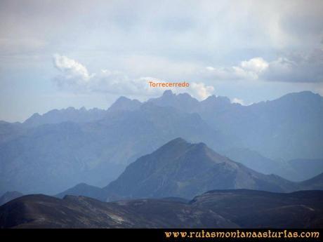 Ruta Agujas y Toneo: Vista del Torrecerredo desde el Toneo