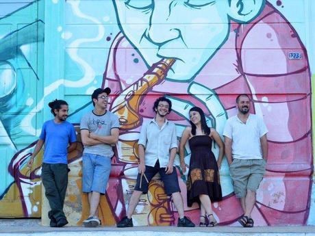 Seismorocho está integrado por Alejandro Torales (guitarra y voz), Rubén Romero (guitarra), Ramón Servín (batería), Sair Bogarín (bajo) y Miguel Suárez (percusión). Foto: Facebook.