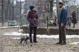 Manu Zapata_El cine (de estreno) fácil de leer_vivazapata.net_Tom Hardy y Noomi Rapace con el perro