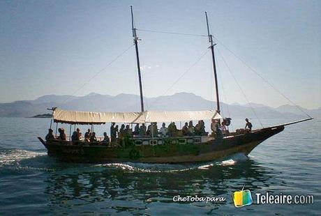 barco que traslada a turistas a Ilha Grande