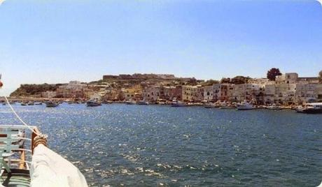 Procida_from_the_sea