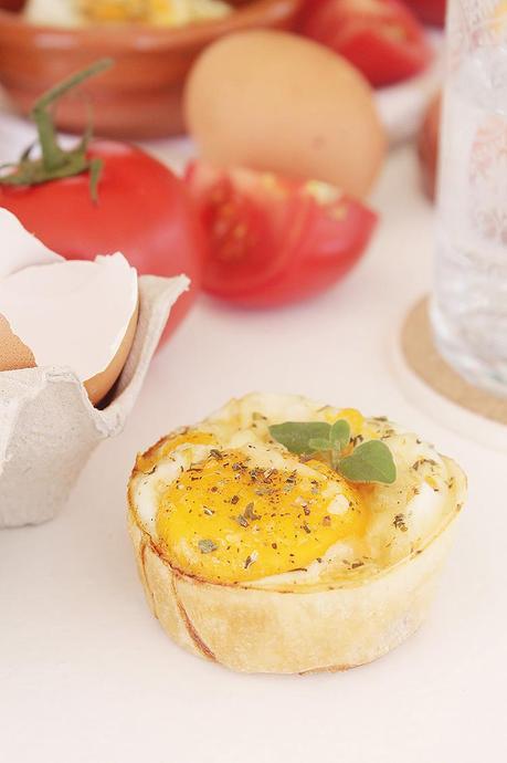 Tartaletas de huevo con tomate