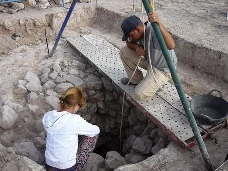 Los arqueólogos descubren un pozo en la villa romana de Villena (Alicante)