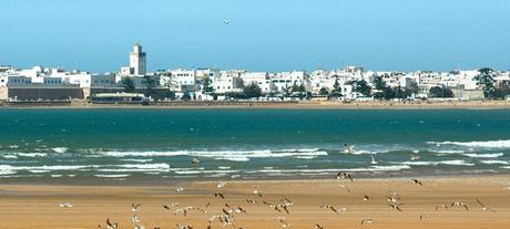Essaouira: playa curvada en un entorno místico