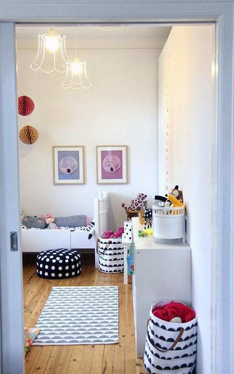 Deco peques un dormitorio de ni a de estilo n rdico - Deco estilo nordico ...