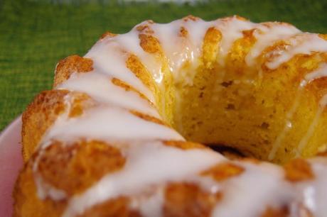 pastel con glaseado de limón
