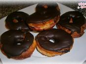 Cronuts rellenos sirope fresa, cubiertos chocolate