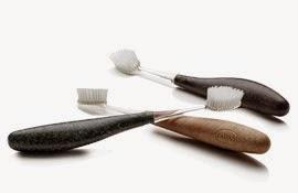 Lugares con encanto cepillo de dientes radius en la maleta neceser