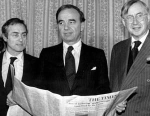 Rupert Murdoch with Harold Evans and William Rees Mogg 300x232 Murdoch contra el periodismo