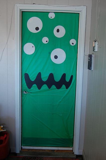 Has preparado tu puerta para halloween paperblog for Puertas de halloween decoradas