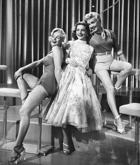 Los caballeros las preferían rubias, pero ellas querían vestirse así (Imagen: Classic film Scans : Foter : CC BY).