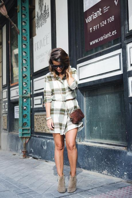Plaid_Dress-Snake_Bag-Isabel_Marant_Boots-Outfit-Street_Style-6