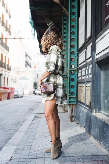 Plaid_Dress-Snake_Bag-Isabel_Marant_Boots-Outfit-Street_Style-8