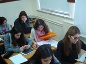 Centros educativos plantean niños utilicen móvil clase. ¿sería herramienta escolar distracción?