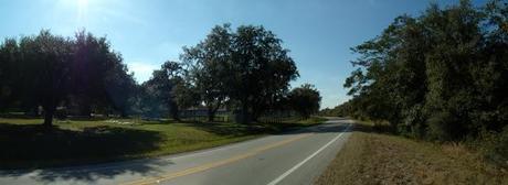 County Road 760 hacia el oeste saliendo de Nocatee. A la izquierda, el cementerio local