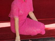Kaley Cuoco tiene estrella Paseo Fama Hollywood