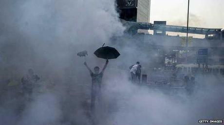 141001114627_manifestante_con_paraguas_en_hong_kong_624x351_getty_nocredit.jpg