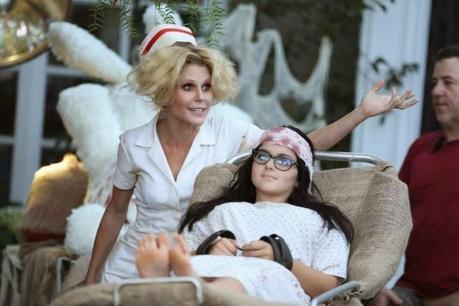 Modern Family: 6x06. Halloween 3: AwesomeLand