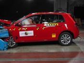 Volkswagen Golf: estrellas protegiendo niños