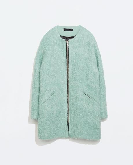 De lana rizada, en verde pastel, de Zara.