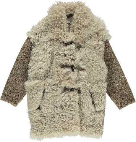 Emula al yeti con este abrigo de lana rizada y botones de trenka, de Essentiel.