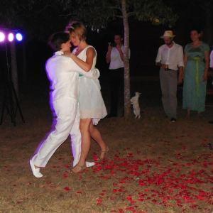 Bailando Tango con el vestido corto.