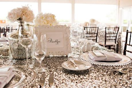 Haz brillar tu banquete con diamantes para mesas o confetti