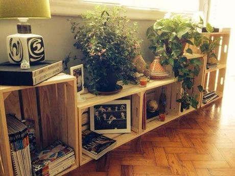 1001 muebles con cajas de madera decoraci n eco friendly paperblog - Muebles estanterias de madera ...