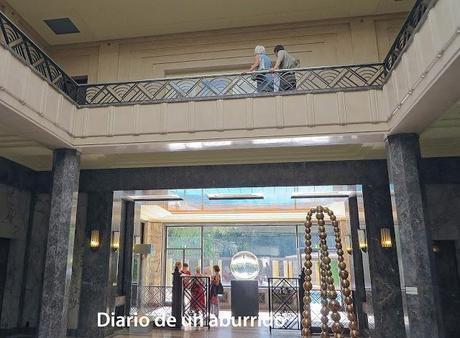 """Visitando una de las joyas del """"art déco"""" en Bruselas: la villa Empain. No podía faltar un consejo gastronómico para terminar."""
