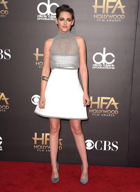 Kristen Stewart en la 18 Edición del Festival de Cine de Hollywood, con vestido corto de neopreno con pequeños cuadraditos de cemento y lurex plateado, de la colección Alta Costura Otoño Invierno 2014/15 de Chanel.