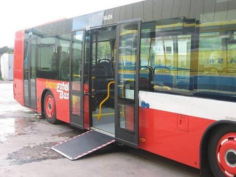 Autobus con rampa accesible [Clic para ampliar a imaxe]