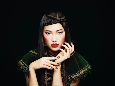 Manicura de lujo con Modern Folklore de CND | Preparada para brillar esta Navidad