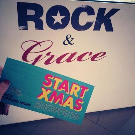 Foto: Primera parada! #RockandGrace en VALENCIA SHOPENING NIGHT #shopeningnight #valencia Rock & Grace